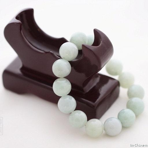 Bracelet boule en jade