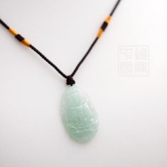 Médaillon Guanyin en jade vert