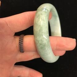 Bracelet jade vert pâle D 59